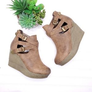 Sbicca Double Buckle Chunky Wedge Booties 9.5